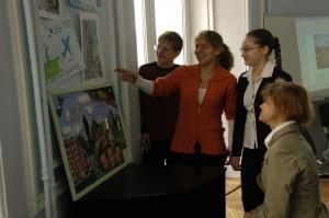 выставка творчества младших колег